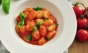 Com molho de tomate caseiro
